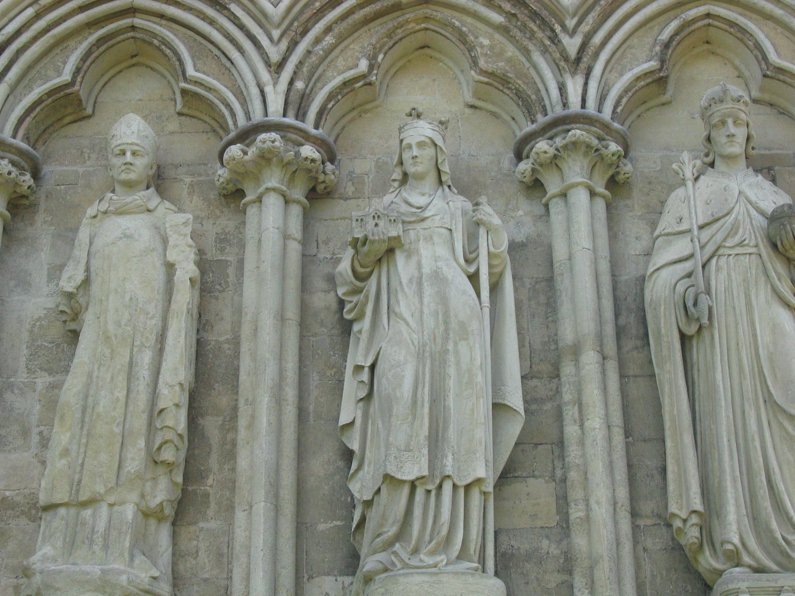 StatuariesOnTheCathedral